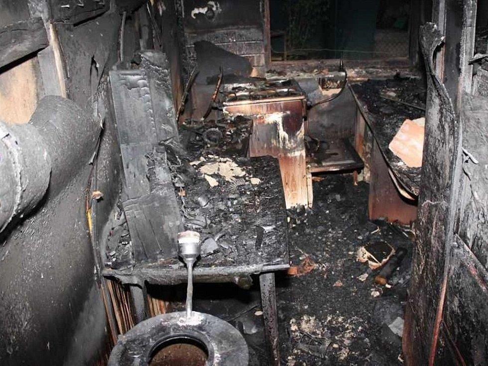 Požár rodinného domu v ulici Domácí v Říčanech.