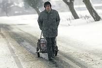 Domorodec z Horních Chvatlin podniká několikakilometrovou cestu do sousedních Bečvár, aby si nakoupil.