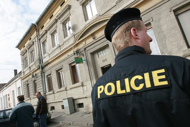 Policisté vyšetřují střelbu v Cerhenicích