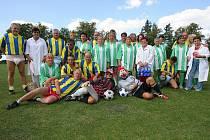 Z recesistického fotbalového utkání v Ratboři.