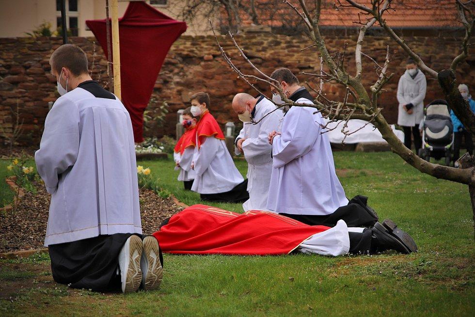 Z velkopátečního obřadu v Českém Brodě.