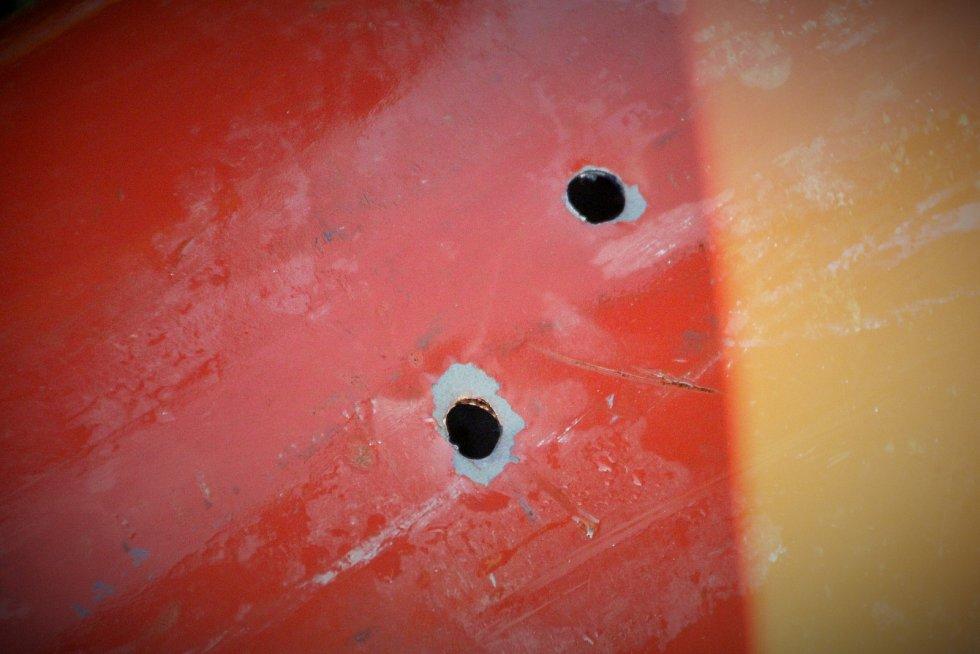 K zneškodnění tlakové láhve pomohli policejní odstřelovači.