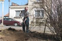 V Pečkách probíhá rozsáhlá údržba zeleně