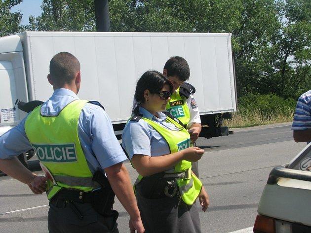 Dopravní policisté společně s jedenácti studenty z pražské policejní školy kontrovali řidiče směřující od Prahy do centra Kolína.