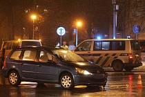 Nehoda na křižovatce ulic Jaselská, Žižkova a Legerova v Kolíně. 19. února 2010.
