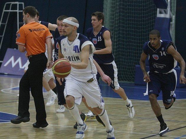 Z utkání Mattoni NBL Kolín - Poděbrady (85:80).
