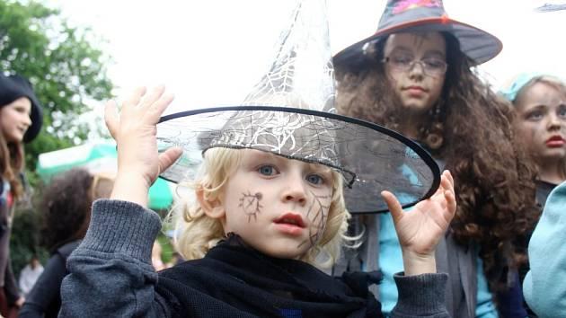 Pálení čarodějnice kolínského domu dětí a mládeže