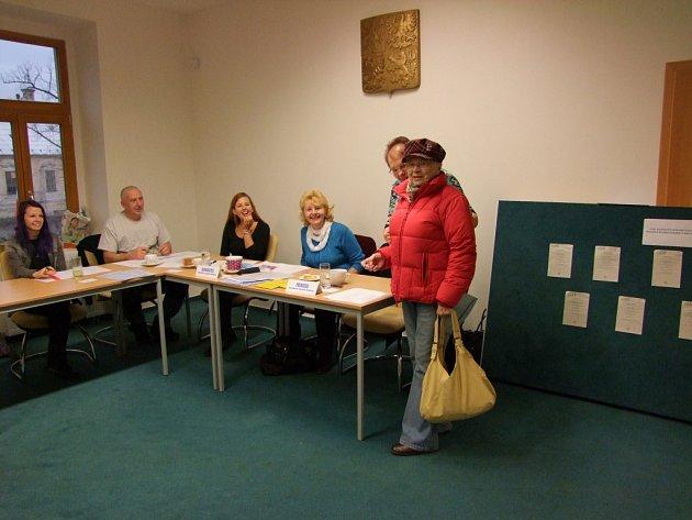 Také komise v Červených Pečkách hlásí od začátku dobrou voličskou účast.