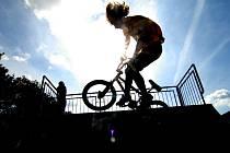 Skateparky bývají obležené zejména mladými lidmi