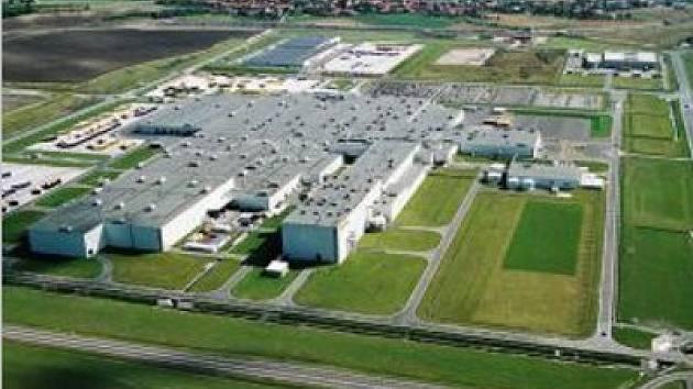 Letecký pohled na automobilku TPCA.