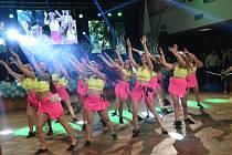 Maturitní ples třídy 4.B kolínské Obchodní akademie se odehrával druhou únorovou sobotu v Městském společenském domě.