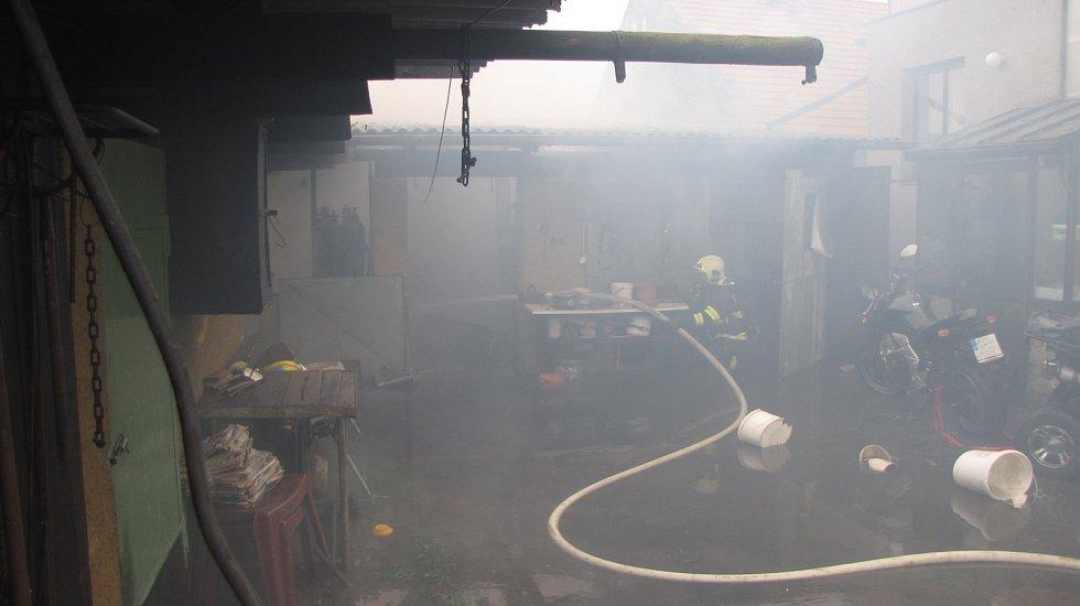Při požáru nebyl nikdo zraněný.