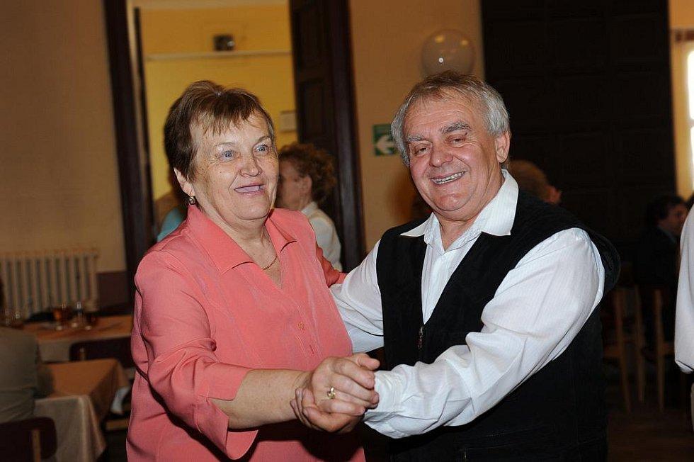 Muzikanti z dříve nesvářených orchestrů se sešli v Podkověnce