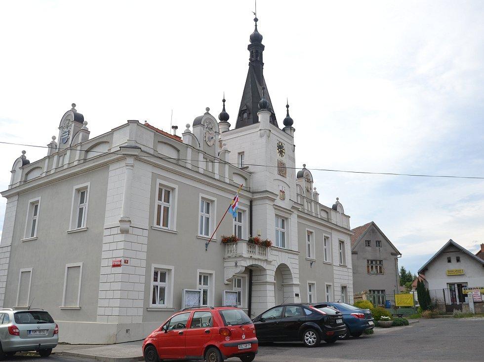 Náměstí v Pečkách.