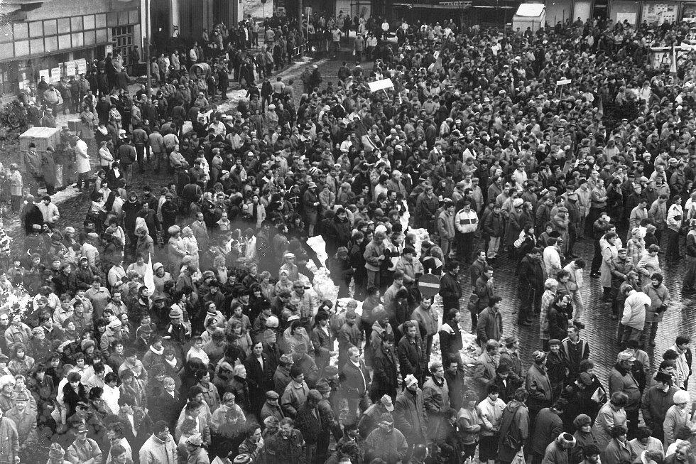 Generální stávka v Kolíně v listopadu 1989.