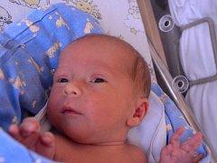 Tobiáš Hynek se narodil 20. května 2014 mamince Anetě a tatínkovi Tomášovi z Tismic. Po porodu měřil 48 centimetrů a vážil 2750 gramů. Dětským světem brášku provede tříletá Natálka.