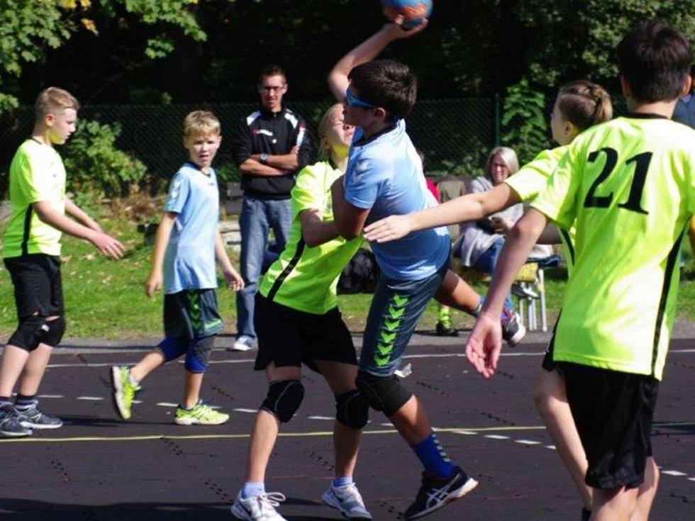 Z turnaje mladších žáků v házené, který se konal v Kolíně.