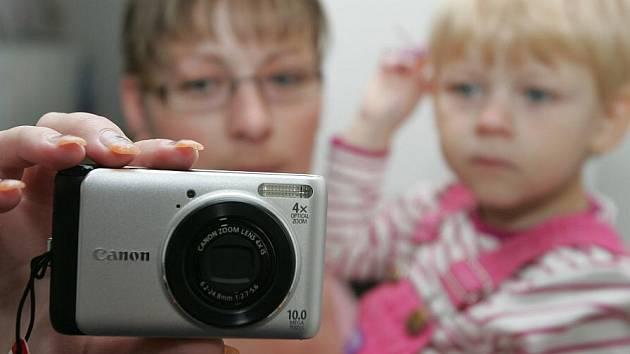 Petra Mašínovám, výherkyně soutěže o digitální fotoaparát