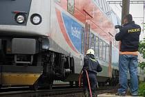 Muž nepřežil srážku s vlakem na trati mezi Českým Brodem a Rostoklaty.