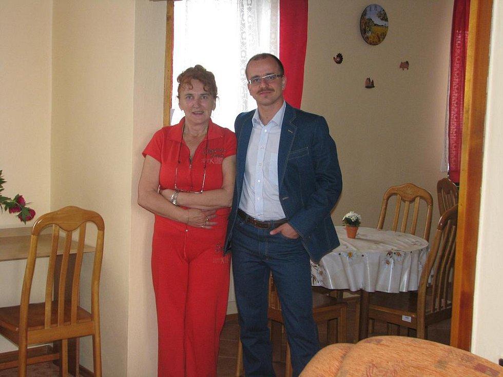 Slavnostní otevírání a prohlídka nového chráněného bydlení v Cerhenicích, 27. května 2010