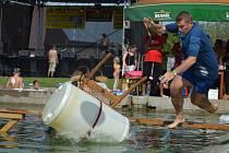 Soutěže na vodě přilákaly mnoho návštěvníků i účastníků.