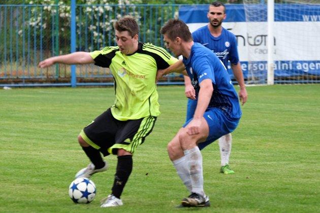 Z utkání Břežany II - Kouřim (3:0).