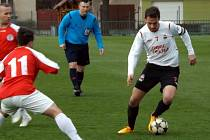 Z utkání Velim - Kunice (0:2).