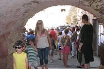 Znovu se probouzející středověká tvrz v Nebovidech nabízí vyžití pro malé i velké návštěvníky