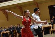 Hosté ve slavnostních šatech odtančili odpolední ples na Zámecké.