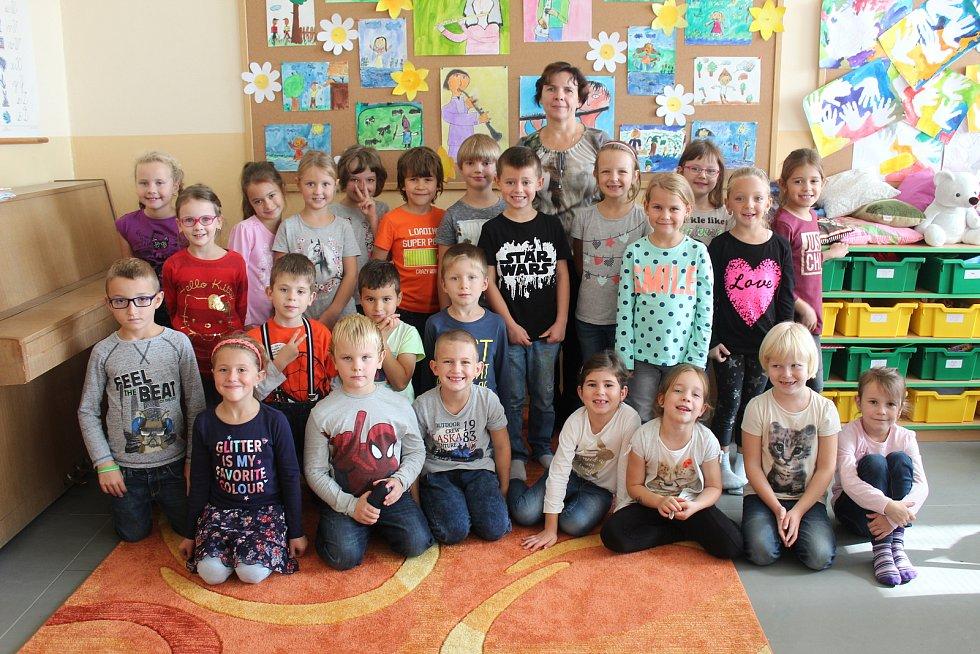 Třída 1. B 7. základní školy Kolín s třídní učitelkou Vlastou Horovou