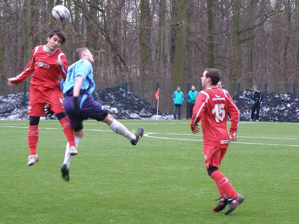 Z fotbalového utkání divizní skupiny C Velim - Tesla Pardubice (0:2)