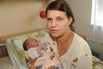 Denisa Konečná, vážící 3 600 gramů a měřící 51 centimetr, se rodičům Evě a Milošovi narodila 17. dubna jako prvorozená. Všichni společně žijí ve Stříbrné Skalici.