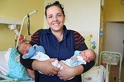 Šimon a Štěpán Škopkovi se narodili 11. července 2017. Po porodu oba vážili 2620 gramů. Štěpán měřil 48 centimetrů, jeho bráška o centimetr méně. Doma v Polních Voděradech mají z hochů radost maminka Lenka, tatínek Pavel a sourozenci Matěj (11) a Anděla (
