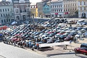 Kolínské Karlovo náměstí zaplnily automobily značky Mercedes – Benz