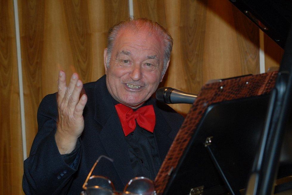 Otakar Krásenský hrál, zpíval i bavil