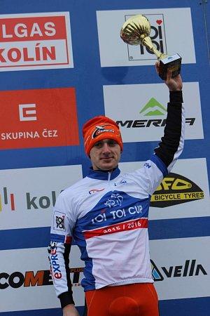 Tomáš Paprstka slaví vítězství vČeském poháru Toi Toi Cup.