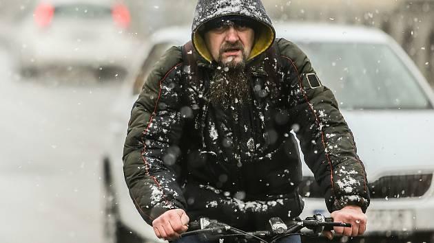 Sněžení v Kolíně ve středu 6. ledna 2021.