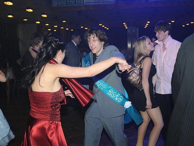 Ples skončil po tmě
