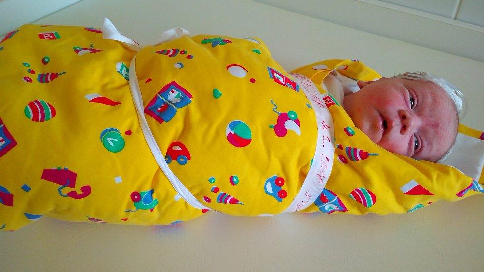 Eliška Třísková se poprvé rozhlédla po světě dne 4. února. Její míry byly 3525 gramů a 50 cm. Doma v Kutné Hoře bude vyrůstat s maminkou Barborou a tatínkem Karlem a takké se sestřičkou Adélkou (3,5 roku).