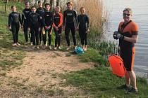 Kolínští plavci zatím do bazénu nemohou, proto jezdí trénovat do Hradišťka.