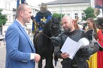 Místostarosta přivítal rytíře z Trakenu na náměstí