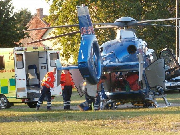 Na pomoc zraněnému muži se sjeli záchranáři