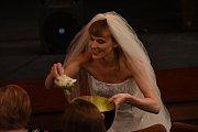 Šárka Vaculíková v Městském divadle Kolín ve vlastní autorskéone woman show Milena má problém