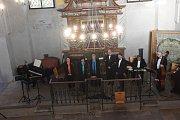 Tentokrát se v kolínské synagoze sešli členové a přátelé kolínského Kruhu přátel hudby na koncertu špičkového vokálně – instrumentálního souboru Linha Singers.