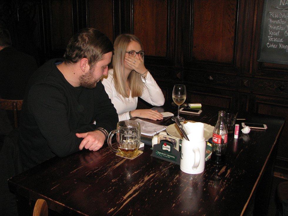 V restauraci den před jejím uzavřením v důsledku vládních opatření souvisejících s koronavirem.