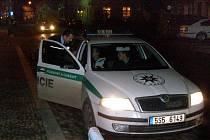 Policisté v Kostelci minulý rok řešili i přepadení pošty.