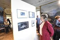 Z vernisáže výstavy 'Šest pohlednic' kolínské fotografky Jolany Havelkové v Poštovním muzeu v Praze.