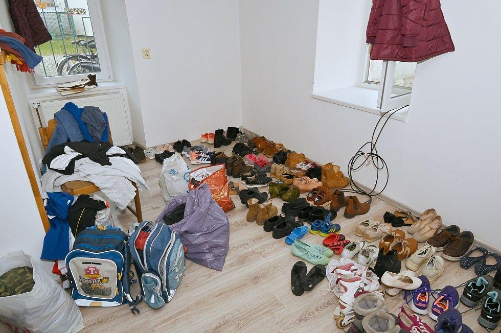 Sbírka oděvů, sportovních potřeb, hraček a dětských knížek pomůže potřebným.