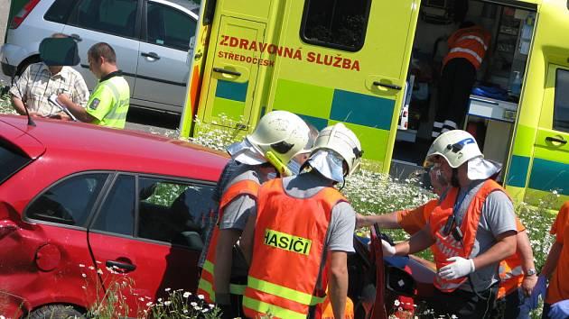 Vážná dopravní nehoda na výjezdu z Polepské ulice