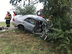 K vážné havárii osobního auta na Kolínsku letěl vrtulník.